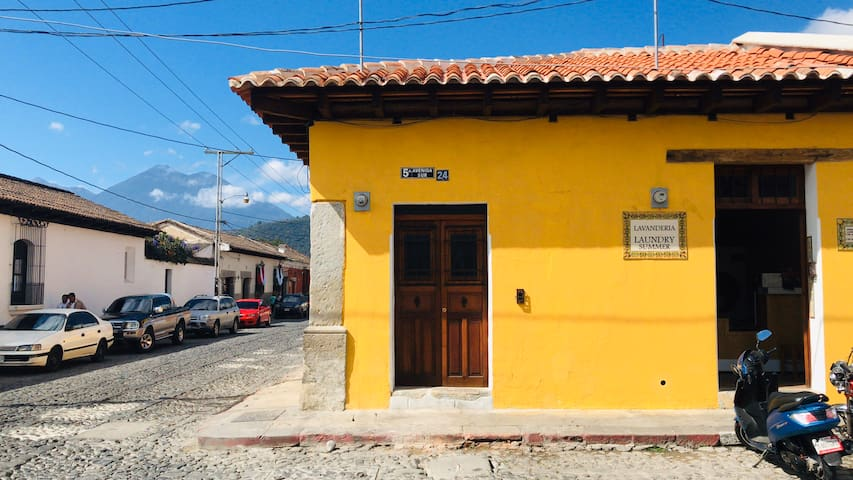 Antigua guatemala- apartamento loft- free parking.