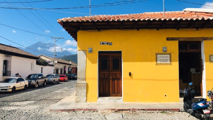 Antigua guatemala- apartamento loft- free parking.