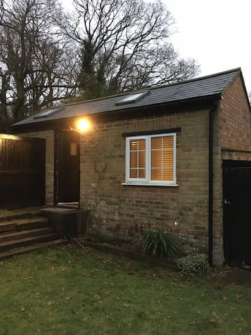 Studio let with own entrance/ensuite/kitchen - Chobham - Haus