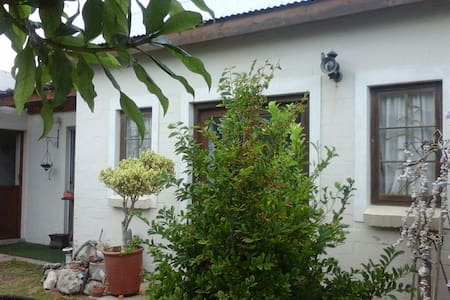 lovely cottage only 100m from the beach - Cape Town