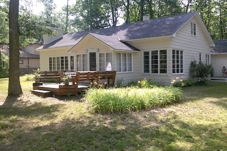 Torch Lake cottage rental - spacious accommodation - Rapid City - House - 1