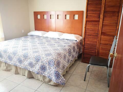 Cómodo cuarto con cama King cerca de Balnearios