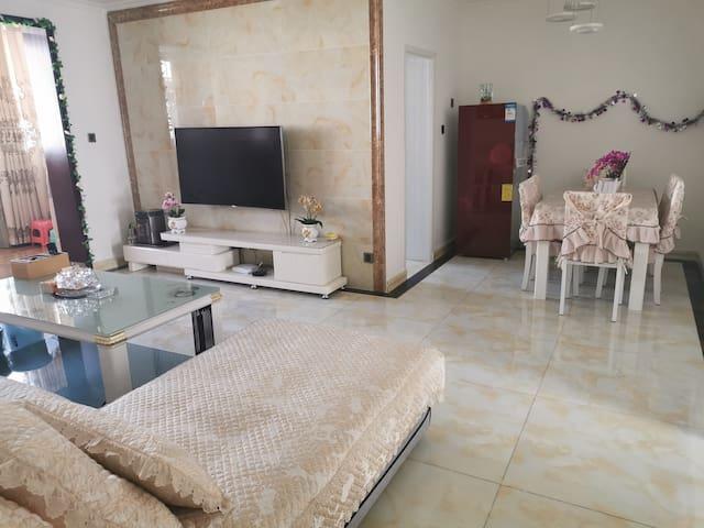 汶川县禹羌民宿位于汶川县城内,85平方2室,最多住6人,整套出租。博物馆附近