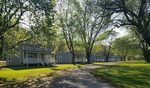 Sunset Cottage #1 Great for families 2 bedroom