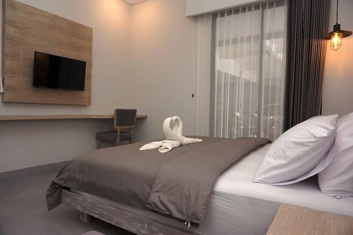 Cheap Superior Room close to Kuta Beach