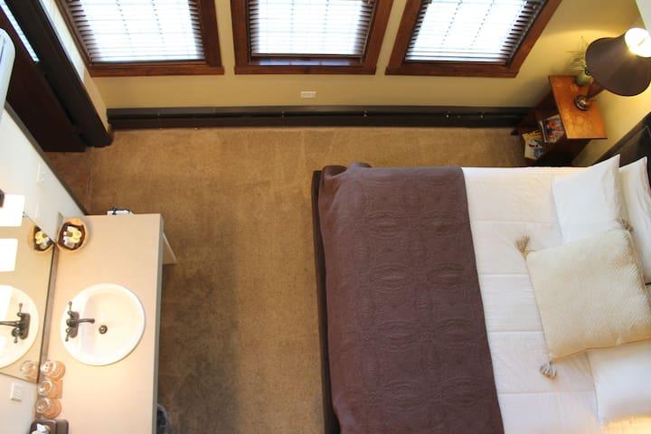 Iowa House Loft Suite 303