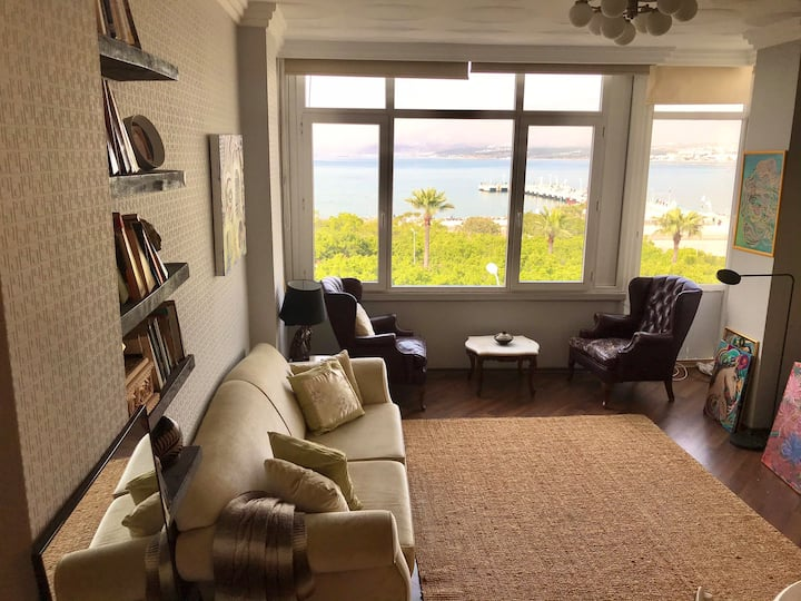 Cozy waterfront apartment - best view in town