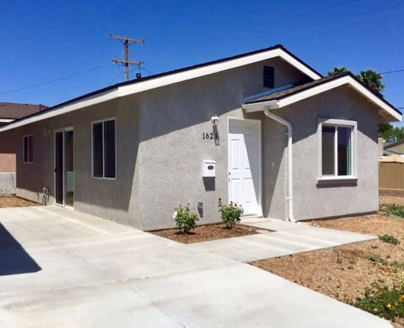 PRIVATE ROOM W/ driveway - Lemon Grove - Hus