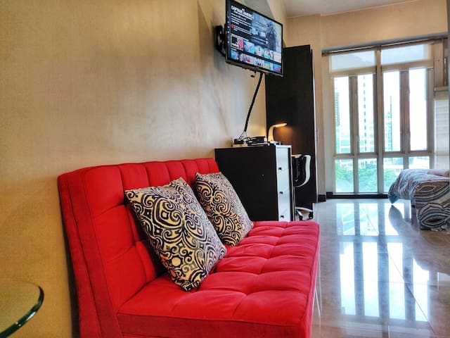 View of the living area with 32 inch LED TV equipped with Netflix and Cable. Unit is powered by 15 Mbps high speed internet.