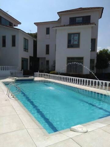 Villa, Piscina, Jacuzzy, habitaciones comodas