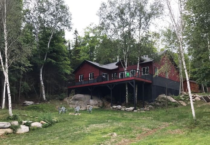 Relax in style - waterfront cottage on Ahmic Lake