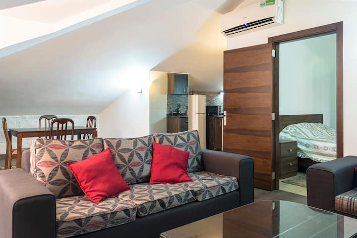 B22RR Furnished Apartment With Nice Mountain View