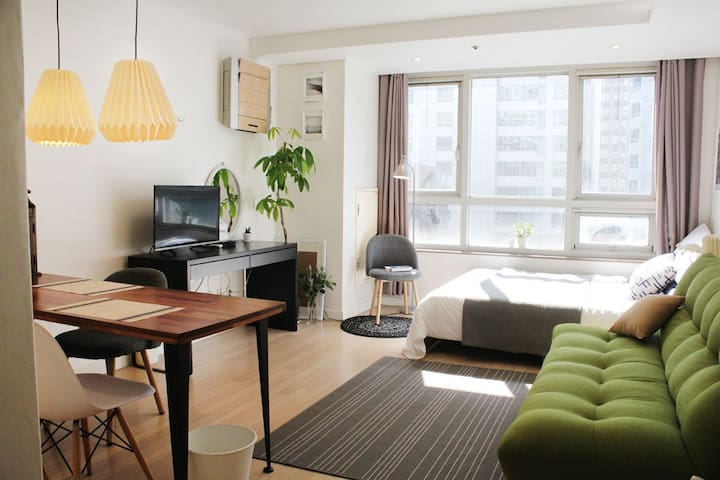 Charming Spacious Studio @Gangnam