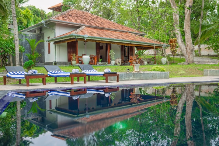 Villa Godahena, Beautiful Lakeside Villa With Pool