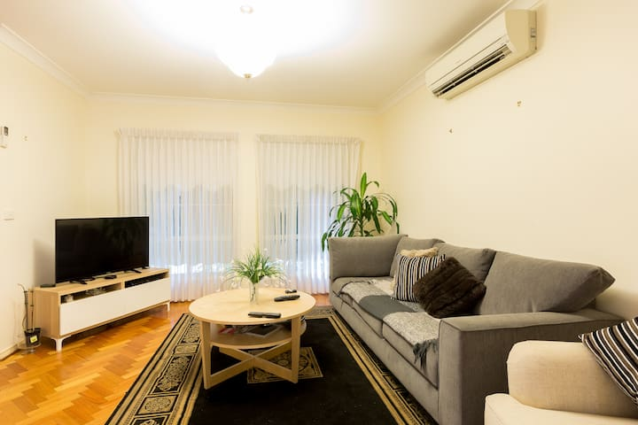 Cosy Apartment close to airport & Cbd - Glenroy - Apartament
