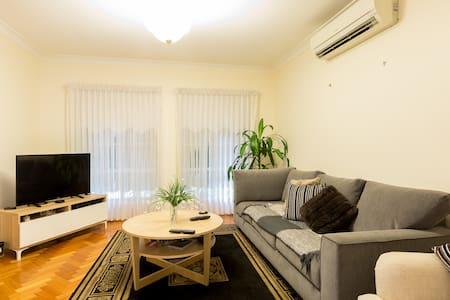 Cosy Apartment in Glenroy *Free wifi & parking* - Glenroy - アパート