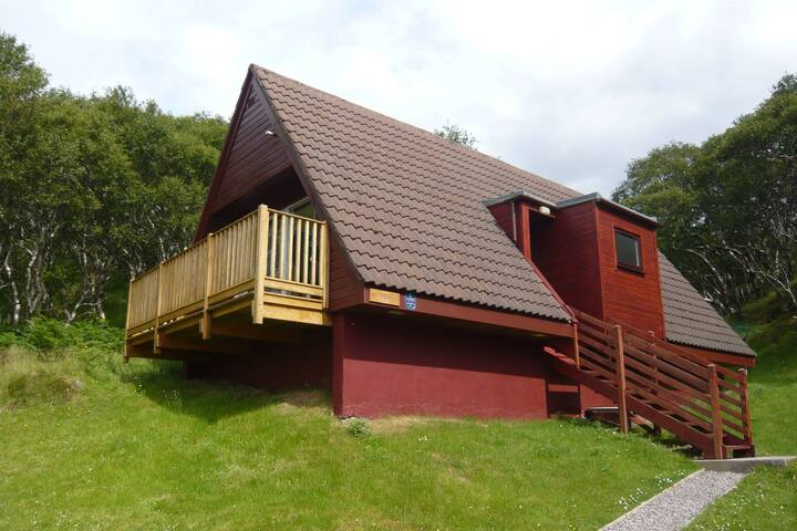 Perfectly situated holiday home with breathtaking view at the sea in Lochinver