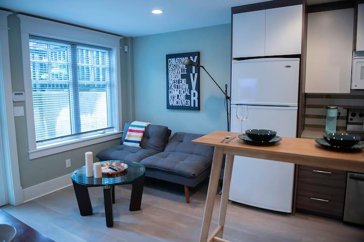 Kitsilano Garden Suite - modern, bright and cozy