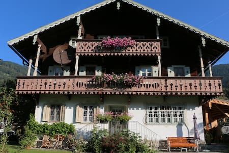 Villa Zeppelin, a chalet with atmosphere - Bramberg am Wildkogel