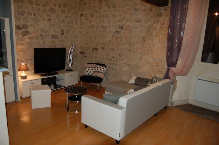 charmant 80 m²  face Charente 8mn à pied centre