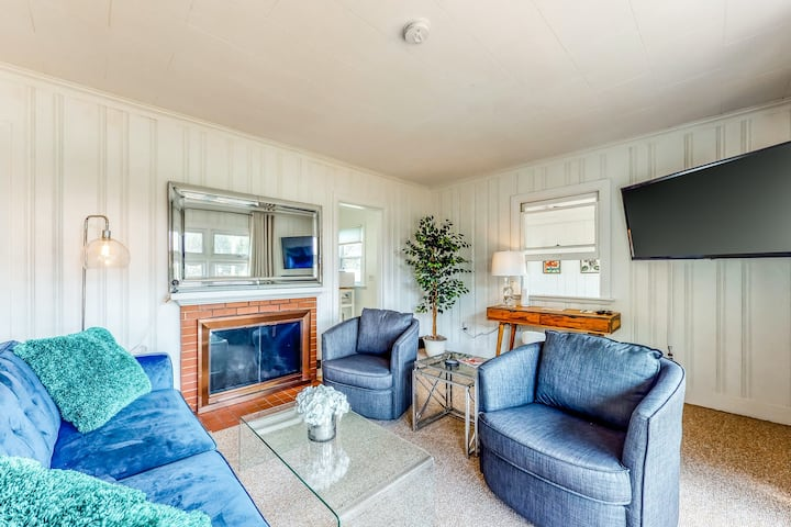 New listing! Family-friendly getaway - steps from the beaches & a mile from town