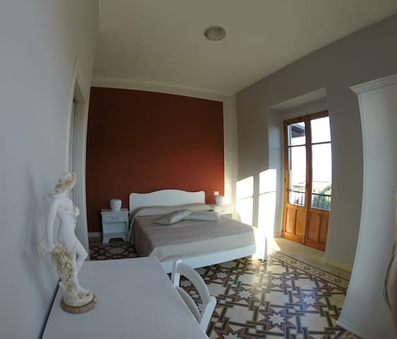 "B&B ""Mare Nostrum"" - Camera Antica Roma - Marina di Camerota - Bed & Breakfast"