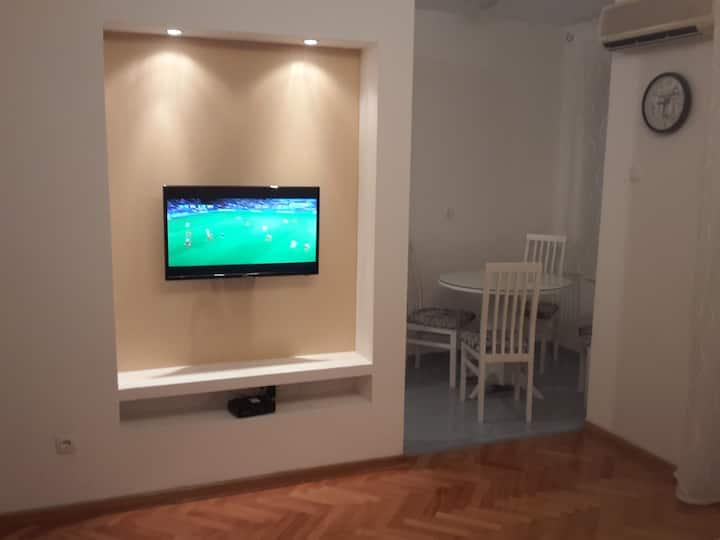 Leo's flat.