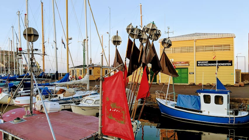 Oplev havne miljøet i Nexø, Bornholm.