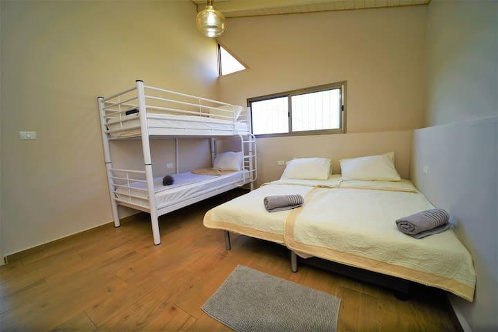 חדר 2 מתוך 3 (6 מיטות)