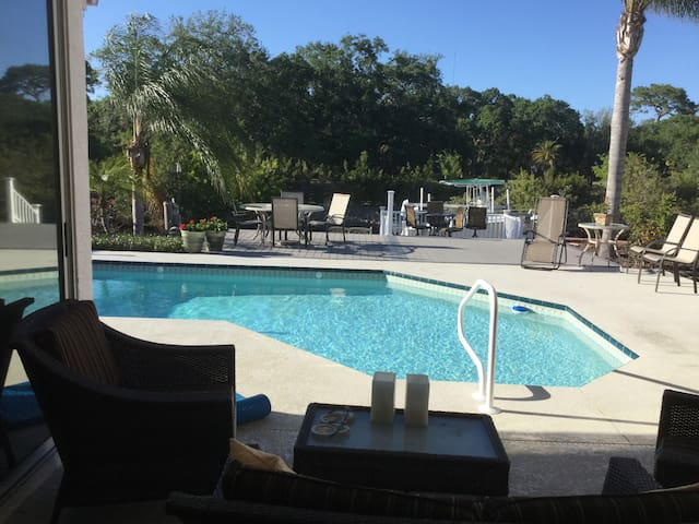 Private waterfront home with pool and kayaks - Tarpon Springs - Talo
