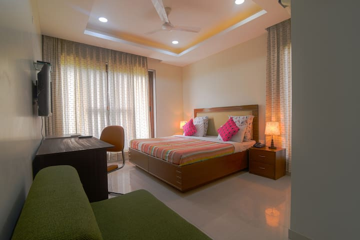Room w balcony- Service Apartment ♥ of Golf Crs Rd