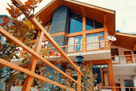Modern Homestay Room in Manali Town (Heavens Abode