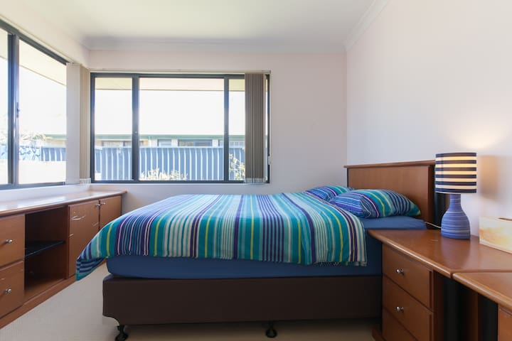 Relax and Enjoy - Airport/Burswood - Redcliffe - House