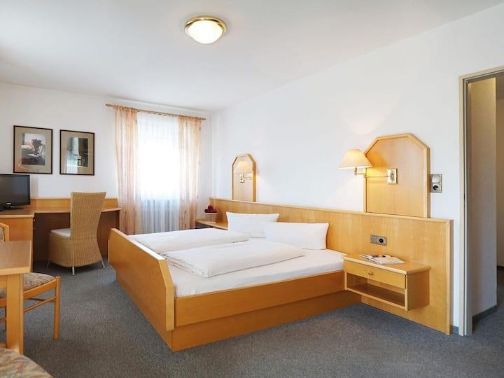 Kurhotel Schatzberger (Bad Füssing), Doppelzimmer Kat.F (30qm) mit Balkon und Fernseher