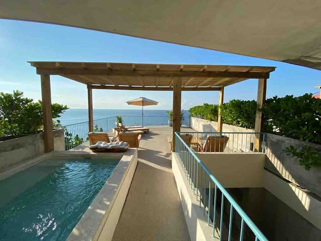 MODERN OCEANFRONT VILLA - W/PRIVATE TERRACE & POOL