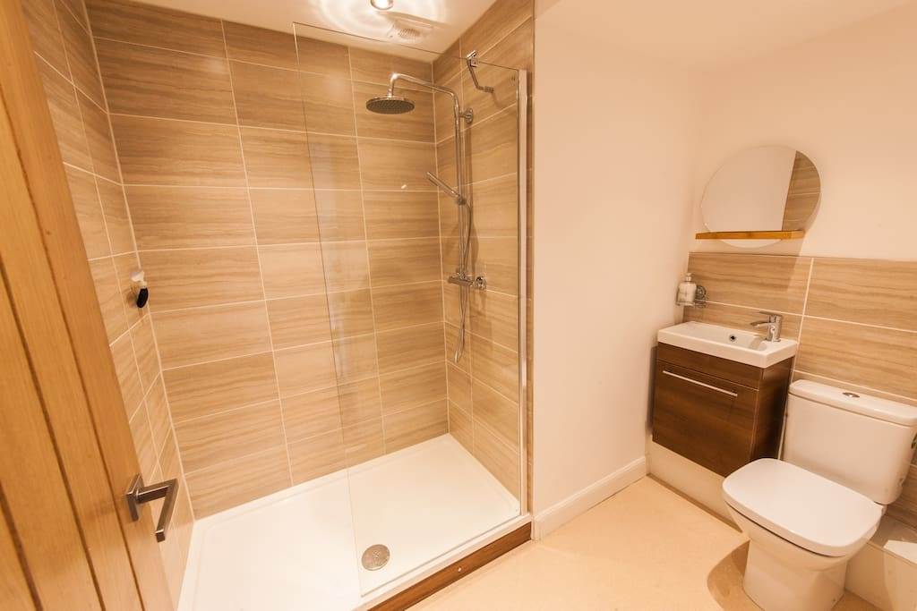 Large walk in shower, with 2 shower heads.