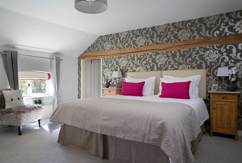 The Wool Room super king sized bed (can be arranged as twin beds) and ensuite bathroom.