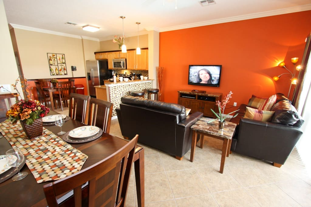 "Colorful Main Area w/ 42"" TV and Free Wi-Fi"