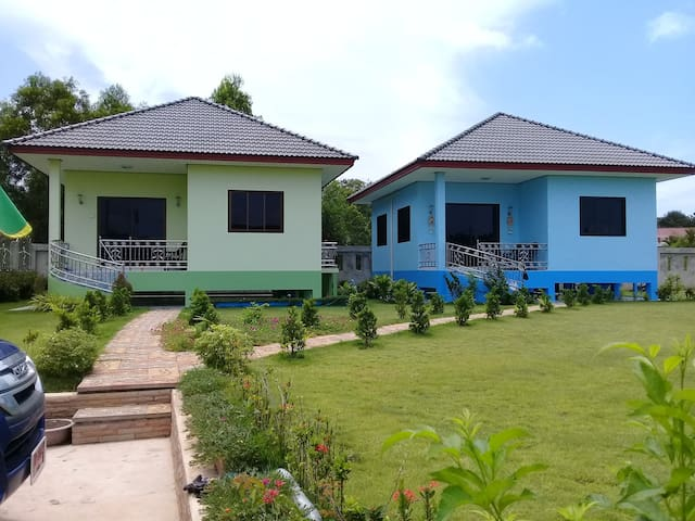 Onlyhe blue house is ours en for rent. The green one belongs to our son who is almost never there.