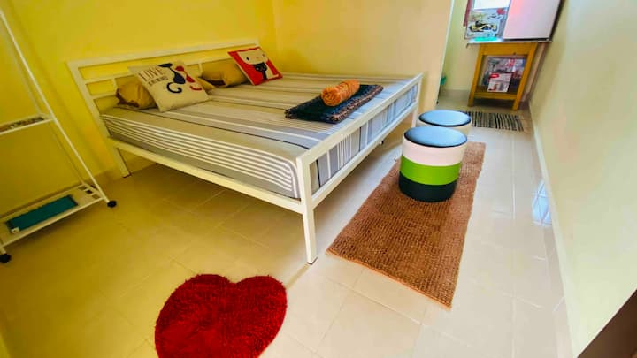 King size bedroom at Honeyzone Inn, Pantai Cenang