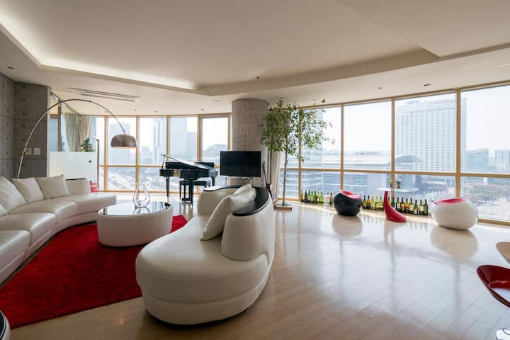 Dwyane's luxury house