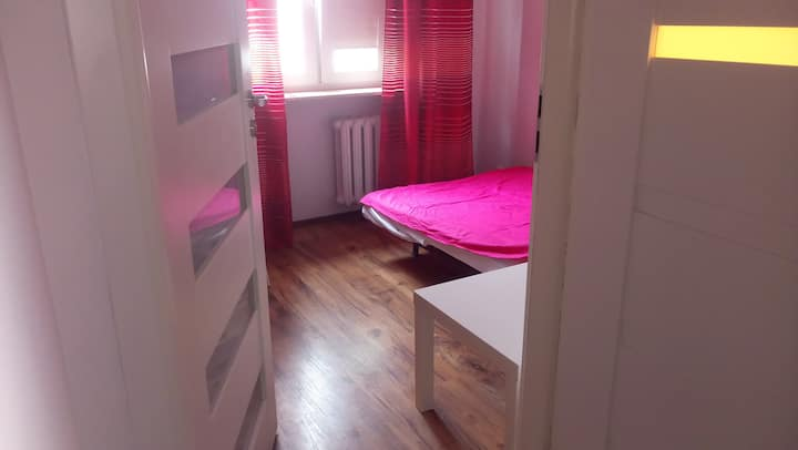 Nice room 3 near sggw and metro, Women only !