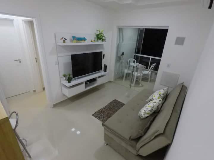 Aconchegante Apartamento á 1 quadra do mar.