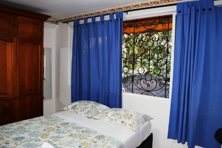 Private, comfortable, doble room. AC WIFI.