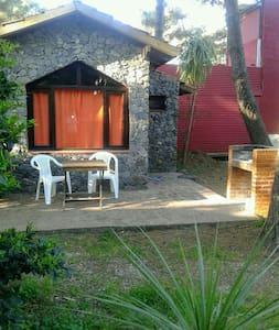 Cabaña monoambiente a 2 cuadras de la playa