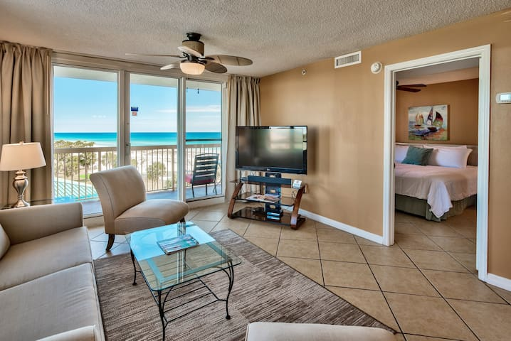 2BR Beachfront on Pelican, Ocean View, Pool, Wifi