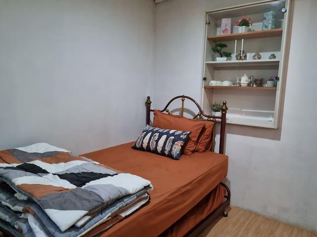 Tempat tidur atas bawah connecting door yg bersih dan nyaman di lantai 1