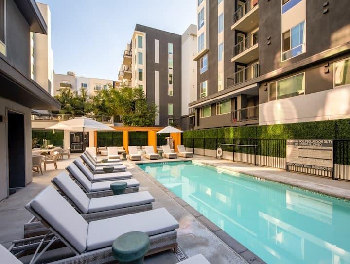 Luxury Downtown LA APT BEST LOCATION+Free Parking