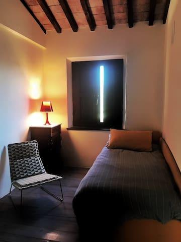 Camera con letto singolo ma All necessità si aggiunge il secondo letto