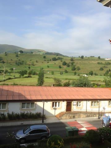 Apartamento  en zona tranquila con hermosas vistas - Selaya - Квартира